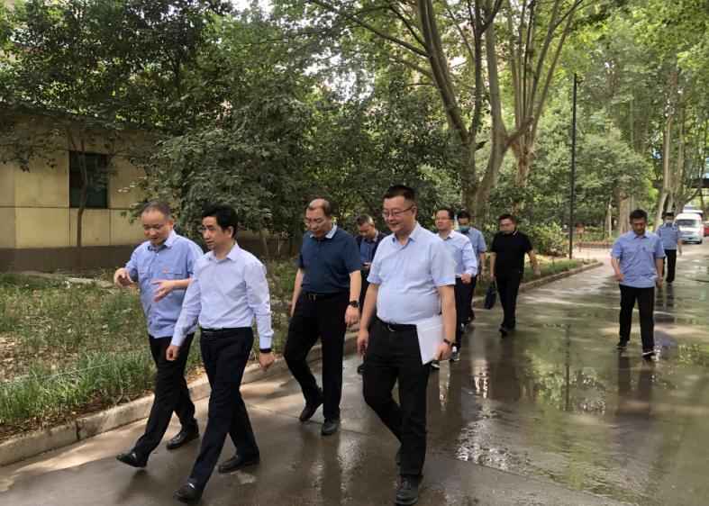 乐动体育官网集团胡守平一行赴西钢红光公司调研